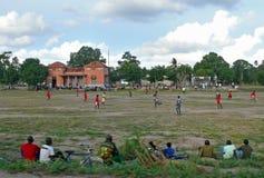 QUELIMANE, MOÇAMBIQUE - 7 DE DEZEMBRO DE 2008: Fósforo de futebol. Foto de Stock