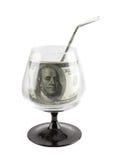 Quelle der Finanzierung. Geldgetränk im füßigen Glas. Lizenzfreie Stockbilder