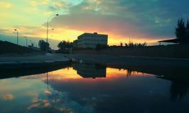 Quelle pluie part n'est pas simplement une piscine de l'it& x27 de l'eau ; s s monde d'exposition de miroir un nouveau, miroir na Image stock