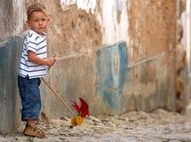 Quello piccolo con il giocattolo handmade Immagini Stock Libere da Diritti