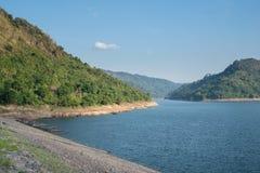 Quellwasserquelle, R?ckseite von Khun Dan Prakan Chon Dam, Nakhon Nayok, Thailand stockfotos