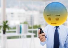 Quelque chose va mal dans le bureau Emoji font face Photographie stock