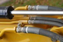 Quelques axe industriel de l'hydraulique et tuyaux liquides images stock