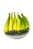 Quelques bananes jaunes d'une plaque blanche Image libre de droits