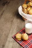 Quelques biscuits et une glace de lait Photo libre de droits