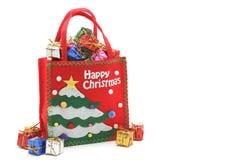 Quelques boîte-cadeau colorés avec des rubans d'or Image stock