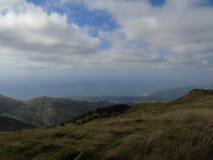 Quelques montagnes au-dessus de la ville Photos libres de droits