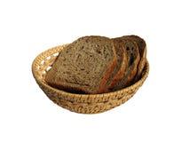 Quelques parts de pain dans la corbeille à pain image stock