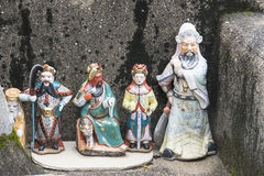 Quelques petites statues sacrées dans un temple sur la route Photo libre de droits