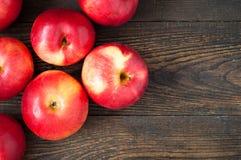 Quelques pommes rouges Images stock