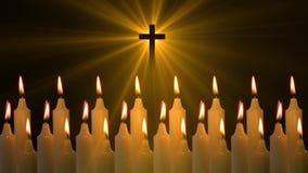 Quema de las velas de la cruz de Jesús almacen de metraje de vídeo