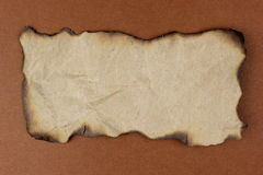 Quemado de papel en fondo marrón Imágenes de archivo libres de regalías