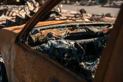Quemado a la ruina de tierra del coche Imagen de archivo