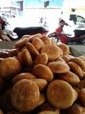 Quente doce dos biscoitos tradicionais chineses do sibilo de Heong peng Imagem de Stock