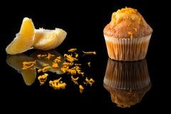 Queque alaranjado com laranja Fotografia de Stock