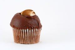 Queque caseiro do chocolate com futebol do suger. fotografia de stock