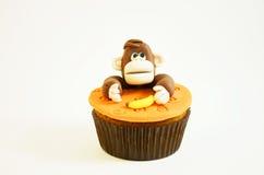 Queque colorido com uma figura do macaco Imagem de Stock