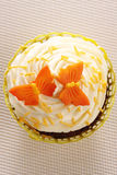 Queque com decorações da borboleta Foto de Stock Royalty Free