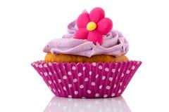 Queque cor-de-rosa com flor Fotografia de Stock