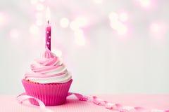 Queque cor-de-rosa do aniversário Imagens de Stock