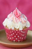 Queque cor-de-rosa e branco Foto de Stock Royalty Free