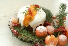 Queque de frutas inglés de la Navidad imagenes de archivo