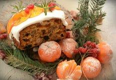 Queque de frutas inglés de la Navidad imagen de archivo libre de regalías