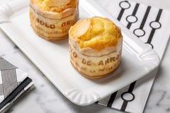Queque do arroz na bandeja, pastel típico de Portugal fotos de stock royalty free
