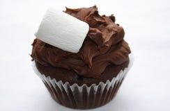 Queque do chocolate com forquilha Foto de Stock