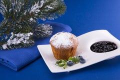 Queque do Natal com uva-do-monte Fotos de Stock Royalty Free