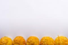 Queque doce do queijo da árvore no fundo branco Imagens de Stock