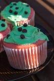Queque vermelho e verde dos pedaços de chocolate Imagem de Stock
