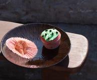 Queque vermelho e verde dos pedaços de chocolate Fotografia de Stock Royalty Free