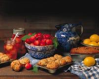 Queques & pão cozidos frescos imagem de stock