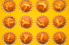 Queques, bolos, rolos de pão em um prato do cozimento Fotografia de Stock