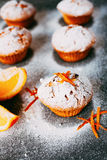 Queques caseiros com laranjas Foto de Stock