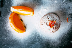 Queques caseiros com laranjas Imagens de Stock