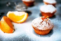 Queques caseiros com laranjas Imagens de Stock Royalty Free