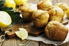 Queques caseiros do limão Imagens de Stock Royalty Free