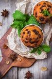 Queques caseiros dos pedaços de chocolate para o café da manhã Fotos de Stock Royalty Free