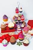 Queques coloridos deliciosos Imagens de Stock