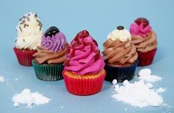 Queques coloridos deliciosos Fotografia de Stock Royalty Free
