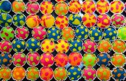 Queques coloridos do às bolinhas Fotos de Stock Royalty Free