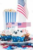 Queques com as bandeiras americanas no Dia da Independência Imagem de Stock Royalty Free