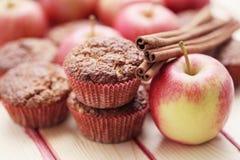 Queques com maçã fotografia de stock royalty free