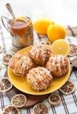Queques da semente de papoila do limão Fotografia de Stock