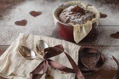 Queques deliciosos do chocolate do dia de mães Fotos de Stock