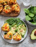 Queques deliciosos do ovo com presunto, queijo e vegetais Imagens de Stock Royalty Free