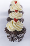 Queques do chocolate alinhados para o dia de Valentim Imagem de Stock Royalty Free