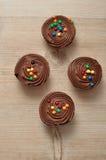 Queques do chocolate com geada do chocolate Foto de Stock Royalty Free